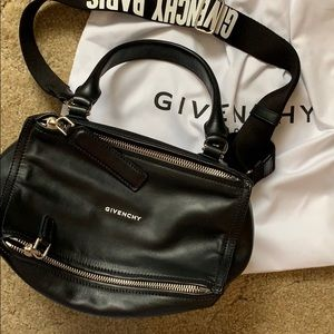 ✨NWT✨ Givenchy Small Pandora w Logo Strap